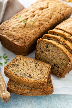 Packed with zucchini and chopped pecans, this Classic Zucchini Bread is especially good with a bit of butter and a drizzle of honey. Bread Jam, Soda Bread, Zuchinni Recipes, Zucchini Bread, Amish Recipes, Bread Recipes, Slice Of Bread, No Bake Treats