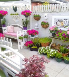 Shabby chic courtyard garden lots of petunias and hydrangeas and of course a white picket fence Patio Furniture Sets, Garden Furniture, Hanging Plants Outdoor, Outdoor Decor, Fence Design, Garden Design, Small Backyard Landscaping, Small Patio, Patio Makeover