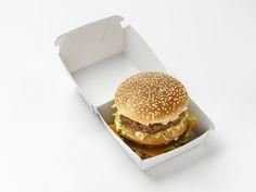 Sabiendo cómo hacer la salsa de la Big Mac podrás aprovecharla en tus hamburguesas caseras y así darte el lujo de ese sabor en la comodidad de tu hogar.Sin lugar a dudas esta es una de las hamburguesas más famosas del mundo, y su salsa ha sido un secreto durante muchos años, pero luego de que se filtrara en inter