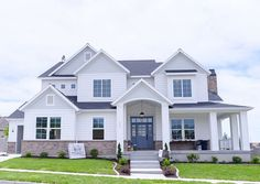Dark Gray Exterior House Color with White Trim . The mix of blue and also white exterior colors offer this waterside house a traditional appearance White Farmhouse Exterior, Craftsman Exterior, Gray Exterior, Exterior Shades, Ranch Exterior, Craftsman House Plans, Modern Exterior, Dream House Exterior, Exterior House Colors
