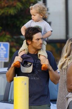 Oliver Hudson and his son Wilder Hudson Oliver Hudson, Kate Hudson, Goldie Hawn Kurt Russell, Eye Candy, Sons, Lifestyle, Couple Photos, Couples, Celebrities