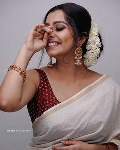 Indian Photoshoot, Saree Photoshoot, Onam Saree, Kasavu Saree, Sarees, Kerala Engagement Dress, Kerala Saree Blouse Designs, Set Saree, Saree Poses