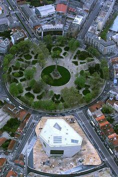 Vista aérea da Casa da Música (by Rem Koolhaas) e da   Rotunda da Boavista, Porto, Portugal