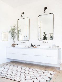 Modern white bathroom with white floating vanity Home Interior, Bathroom Interior, Decor Interior Design, Interior Decorating, Decorating Ideas, Interior Paint, Bathroom Furniture, Decorating Bathrooms, Interior Livingroom
