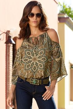 Nature-inspired hues give this paisley burst blouse a bohemian vibe. With it's easy tie front, sexy shoulder cutouts and flared sleeves, this woven top will pair perfectly with your favorite denim. Casual Wear, Casual Outfits, Cute Outfits, Look Fashion, Fashion Outfits, Fashion Trends, Moda Chic, Fall Skirts, Couture Tops
