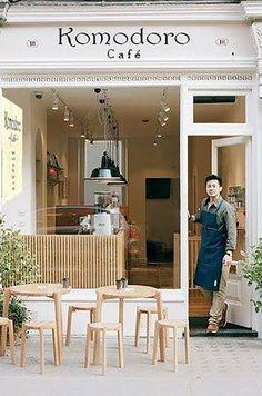 Café Komodoro.
