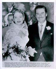 Vint. 1950 Actor Errol Flynn & Bride Patrice Wymore In Wedding Dress Press Photo
