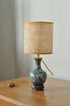 Lampe cannage modèle unique Lighting, Unique, Home Decor, Chart, Homemade Home Decor, Light Fixtures, Lights, Interior Design, Lightning