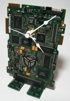 Déco récup : Hard Drive Circuit Board Desk Clock