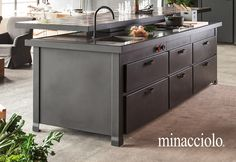 Minacciolo invents Minà, kitchen with multifunctional island