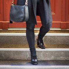 Man hat nie zu viele Schuhe und Handtaschen, nur zu wenig Schrank. Shoe-Aholic 😝 (Schuh: CAL96   CHF 289) (Handtasche: LDM354   CHF 298) Knee Boots, Leather Pants, Shoes, Fashion, Fall 2016, Handbags, Closet, Leather Jogger Pants, Moda