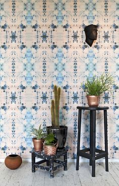 Blue tones of wallpaper and copper accents Decor, Interior And Exterior, Interior, Interior Inspiration, Home, Wallpaper, Eskayel, Wall, Eskayel Wallpaper