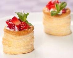 Mini vols-au-vent mascarpone-fraises maison : http://www.cuisineaz.com/recettes/mini-vols-au-vent-mascarpone-fraises-maison-73415.aspx