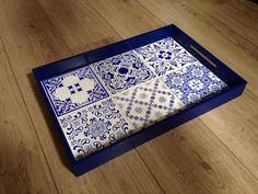 Linha Wood MiLuz - bandejas e apoios em diversas cores e estampas! Bandeja Wood Hexablock, peça incrível e que permite montar sua própria composição de azulejos.  Veja nosso perfil do Instagram ou entre em contato via miluzartedesign@gmail.com.