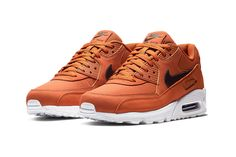 "Nike's Air Max 90 Gets a ""Dark Russet"" Makeover Nike Free Shoes, Nike Shoes, Sneakers Nike, Mens Boots Fashion, Sneakers Fashion, Air Max 90, Zapatillas Casual, Nike Air Max Mens, Kicks"