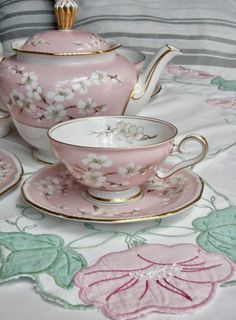 Cherry Blossom Tea Pot ~ Cabin & Cottage : A Mixed Bouquet & The Last Sweet Days of May Sheriff Scott Calvin's mom has a collection of tea pots. When Savannah visits.she uses this cherry blossom tea set. Coming Feb Tea Cup Set, My Cup Of Tea, Tea Cup Saucer, Pause Café, China Tea Sets, Cuppa Tea, Teapots And Cups, Tea Service, Coffee Set