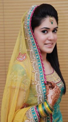 Dulhan Bride Indian Pakistani Desi Wedding Henna Mehndi Bangles