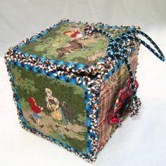 boite en tissu petit chaperon rouge par Léa Stansal
