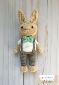 Gratis haakpatroon: KONIJN – Freubelweb Berry Patch Bunny Boy Version – A Free Amigurumi Pattern – Grace and Yarn Crochet Bunny Pattern, Crochet Dolls Free Patterns, Crochet Rabbit, Cute Crochet, Amigurumi Patterns, Crochet Crafts, Crochet Baby, Crochet Projects, Diy Crafts