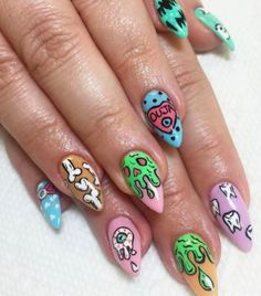 The advantage of the gel is that it allows you to enjoy your French manicure for a long time. There are four different ways to make a French manicure on gel nails. Gradient Nails, Gel Nails, Chic Nail Designs, Kawaii Nails, Chic Nails, Halloween Nail Art, Halloween Design, Halloween Kostüm, Manicure E Pedicure