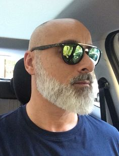 Great looking beard Bald Men With Beards, Bald With Beard, Grey Beards, Beard Styles For Men, Hair And Beard Styles, Bald Beard Styles, Beard No Mustache, Moustache, Shaved Head With Beard