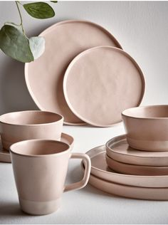 Crafted from fine ceramic and hand glazed with a dipped effect speckled finish in pale blush pink, Cox & Cox's contemporary dinnerware is perfect for special occasions and everyday use alike. Küchen Design, Layout Design, Modern Design, Design Ideas, Kitchen Furniture, Kitchen Decor, Contemporary Dinnerware, Modern Dinnerware, Kitchenware