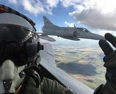 RASCANDOLE LA NARIZ  Excelente foto de nuestros pilotos de FAA. Jet Fighter Pilot, Fighter Jets, Aircraft Design, Top Gun, Fighter Aircraft, Instagram Posts, Collection, Weapons Guns, Strength