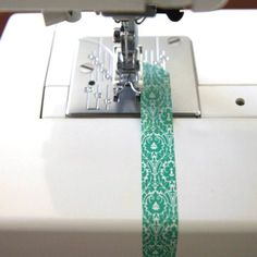 Easy sewing hacks are available on our internet site. Check it out and you wont be sorry you did. Sewing Hacks, Sewing Tutorials, Sewing Crafts, Sewing Tips, Techniques Couture, Sewing Techniques, Sewing Equipment, Diy Couture, Creation Couture