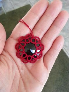 CM-Handmade: Tatting and cabochons- tutorial with alternate beaded techniques! Tatting Earrings, Tatting Jewelry, Lace Jewelry, Tatting Lace, Needle Tatting Patterns, Beading Patterns, Crochet Patterns, Art Beauté, Tatting Tutorial
