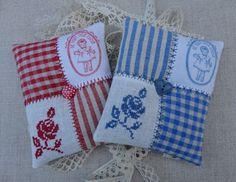 Images only on Steekjes & Kruisjes: Pakketje beige in rood en blauw