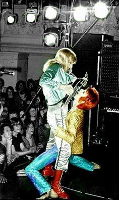 Mick Ronson & Ziggy at Town Hall Oxford, England. Angela Bowie, Duncan Jones, Children Of The Revolution, James Whale, Rock Revolution, David Bowie Pictures, Caroline Munro, Mick Ronson, David Bowie Ziggy