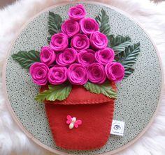 . Felt Flowers, Fabric Flowers, Paper Flowers, Flower Crafts, Craft Flowers, Felt Crafts Patterns, Embroidery Hoop Crafts, Origami Paper Art, Felt Diy