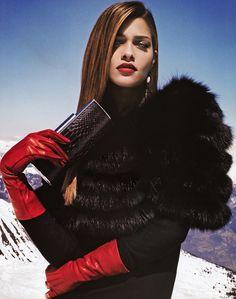 Glove Fashion: Ana Beatriz Barros in Red Leather Gloves. Gloves Fashion, Fur Fashion, Leather Fashion, Couture Fashion, Red Gloves, Black Leather Gloves, Red Leather, Fabulous Furs, Lady In Red