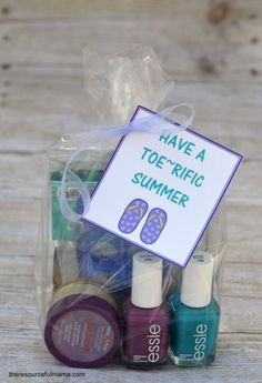 Fun teacher gift for teacher appreciation day or end of school year. Free printable gift tag.