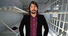 How Foo Fighters Fans Reacted To Dave Grohl In Jail Is Awesome