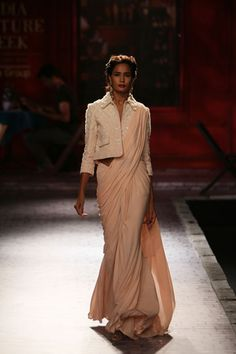 Wedding Show Archives Indian Attire, Indian Wear, Indian Outfits, Indian Clothes, Asian Fashion, Girl Fashion, Fashion Looks, Fashion Ideas, Choli Designs