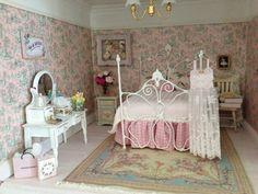 Maison Miniatures: April 2013