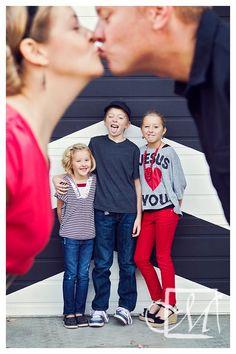 this is a cute family photo idea