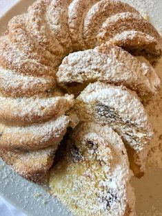Fluffiger Eierlikör Gugelhupf mit Schokostücken