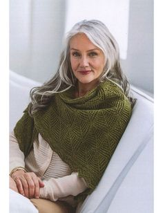 Best hair grey older women aging gracefully Ideas Brooklyn Tweed, Long Gray Hair, Grey Wig, Grey Hair Natural, Long Silver Hair, Short Hair, Mode Ab 50, Grey Hair Coverage, Semi Permanent Hair Dye