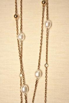 Bizancio II Collar largo con cadena metálica dorada, perlas de bisutería fina, cuentas