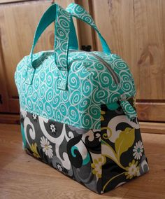 Weekender Travel Bag Sewing Pattern PN501 PDF by SusieDDesigns