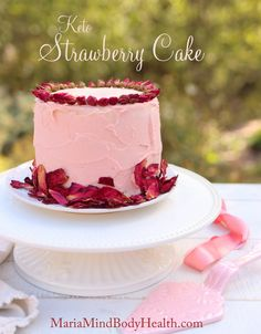 Maria Mind Body Health Strawberry Cake Source by livwithoutsugar Strawberry Cake Recipes, Healthy Cake Recipes, Dessert Recipes, Keto Recipes, Pork Recipes, Keto Cookies, Chip Cookies, Food Cakes, Cupcake Cakes