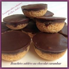 Bouchées sablées au chocolat carambar Mini Desserts, Food N, Food And Drink, Caramel Mou, Algerian Recipes, Algerian Food, Chocolate Fondant, Little Cakes, Biscuit Cookies