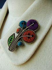 Zipper flowers for DIY inspiration. Zipper Flowers, Felt Flowers, Fabric Flowers, Ribbon Flower, Ribbon Hair, Hair Bows, Felt Crafts, Fabric Crafts, Sewing Crafts