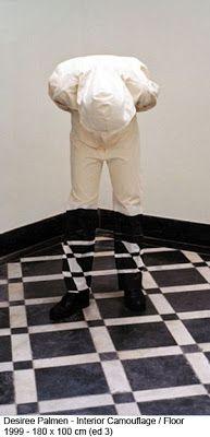 Desiree Palmen (Maasbracht, 1963). Photographer and artist of camouflage. #photographer #artist #camouflage #illusionism