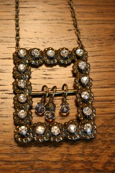 Vintage Belt Buckle Necklace with a few dangles .I have just bought two rhinestones belt buckles. Key Jewelry, Funky Jewelry, Recycled Jewelry, Jewelry Art, Beaded Jewelry, Vintage Jewelry, Jewelry Accessories, Handmade Jewelry, Jewelry Design