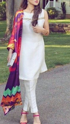 White salwar kameez and colorful dupattas are never off trend Indian Attire, Indian Wear, Pakistani Outfits, Indian Outfits, Ethnic Fashion, Indian Fashion, Kurta Designs, Blouse Designs, Anarkali