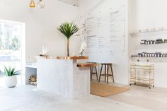 Wellness Center The Now Expands in Los Angeles Massage Boutique The Now Expands in Los Angeles Massage Studio, Studio Interior, Spa Decor, Interior Design, Yoga Studio Design, Wellness Center, Salon Interior Design, Shop Interiors, Interior