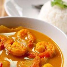 De succulentes crevettes baignées dans leur sauce épicée. Allez on accompagne ça de riz  | #IvorianFood  toujours !